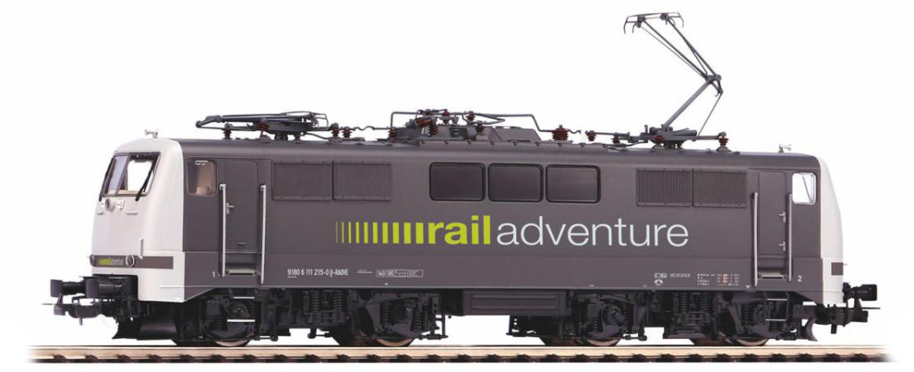 PIKO Baureihe 111 im rail adventure Design.